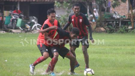 Persis Solo semakin siap menghadapi undangan Persebaya Surabaya. Kedua tim dijadwalkan bentrok pada uji coba di Stadion Gelora Bung Tomo, Sabtu (11/01/20). - INDOSPORT