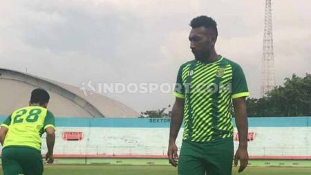 Pemain klub Liga1 Persebaya Surabaya, Patrich Wanggai, tak tampak pada latihan rutin yang berlangsung di Stadion Gelora Delta, Sidoarjo pada Rabu (5/2/20). - INDOSPORT