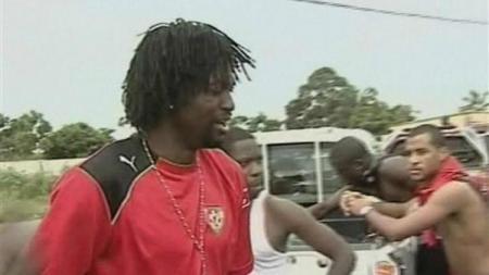 Legenda Timnas Togo, Emmanuel Adebayor, usai mengalami kejadian naas saat bisnya dan rekan-rekannya ditembaki separatis jelang Piala Afrika 2020. - INDOSPORT
