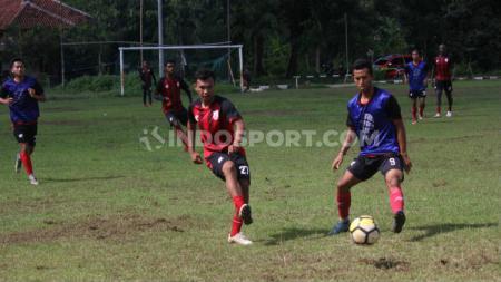 Mantan gelandang PSS Sleman, Ilham Irhaz kembali berlatih bersama klub Liga 2 Persis Solo. - INDOSPORT