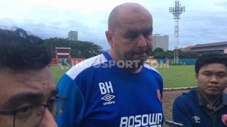 Pelatih PSM Makassar, Bojan Hodak, memberikan keterangan pers menjelang laga Piala AFC 2020. - INDOSPORT