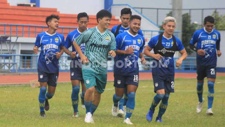 Persib Bandung berlatih di Stadion SPOrT Jabar, Arcamanik, Kota Bandung, Jumat (10/01/2020). Copyright: Arif Rahman/INDOSPORT