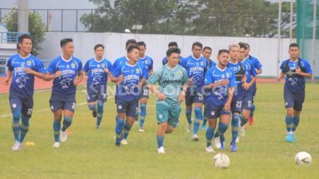 Skuat klub Liga 1 Persib Bandung berlatih di Stadion SPOrT Jabar, Arcamanik, Kota Bandung, Jumat (10/01/2020) lalu. - INDOSPORT