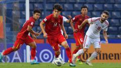Indosport - Pemain Vietnam dan UEA di babak penyisihan Grup Piala Asia U23 2020.