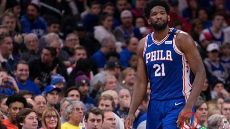 Bintang basket NBA milik Philadelohia 76ers, Joel Embiid jari manis kirinya patah - INDOSPORT