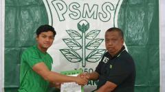 Indosport - Klub Liga 2 PSMS Medan resmi mengontrak pemain muda berposisi sebagai penjaga gawang, M Adi Satryo, yang notabene-nya berlebel pemain Timnas Indonesia U-19.