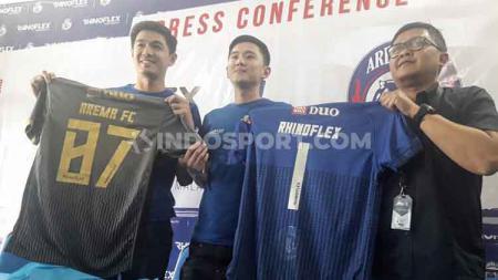 Arema FC memastikan semua kebutuhan perihal teknis jersey akan terpenuhi secara komplit, dengan menggandeng sponsor baru jelang Liga 1 2020. - INDOSPORT