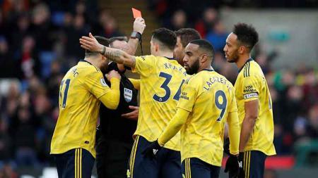 Arsenal harus puas bermain imbang melawan Crystal Palace di pekan ke-22 Liga Inggris dalam hasil pertandingan 1-1 yang juga diwarnai kartu merah Aubameyang. - INDOSPORT