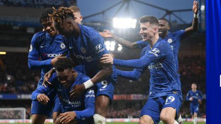 Selebrasi kemenangan para pemain Chelsea usai membungkam Burnley dalam lanjutan Liga Inggris - INDOSPORT
