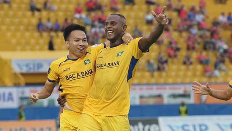 Pemain asal Brasil Joel Vinicius (kanan) yang sempat membela Song Lam Nghe An. Copyright: baomoi.com
