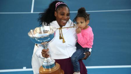 Puasa gelar Serena Williams akhirnya berakhir sudah usai meraih gelar juara di turnamen Auckland Classic, Minggu (12/01/20) hari ini waktu setempat. - INDOSPORT
