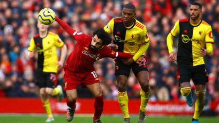 Pemain belakang Watford, Christian Kabasele, menyebut bahwa klubnya sengaja menyuntik para pemain dengan Covid-19 supaya bisa lolos degradasi tanpa bertanding. - INDOSPORT