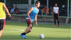 Indosport - Gavin Kwan Adsit, bek klub Liga 1, Bali United.