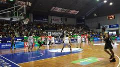 Indosport - Salah satu pertandingan IBL Seri I Kota Semarang yang digelar di GOR Sahabat mampu menyedot animo cukup besar dari masyarakat.