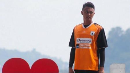 Kiper cadangan Persipura Jayapura, Panggih Prio Sembodho, berlatih menjelang laga Liga 1. - INDOSPORT