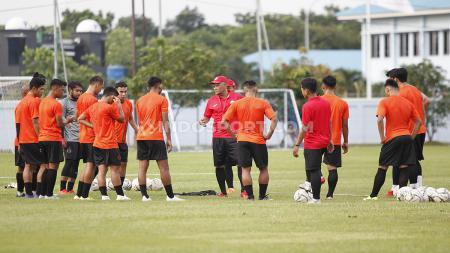 Latihan perdana Persija Jakarta untuk Liga 2020 di Lapangan PS AU TNI Halim Perdanakusuma, Jakarta, Senin (13/1/20), baru dihadiri 14 pemain. - INDOSPORT