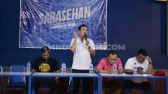 Indosport - Yoyok Sukawi saat Memberi Penjelasan di Acara Sarasehan antara Manajemen PSIS dan Snex.