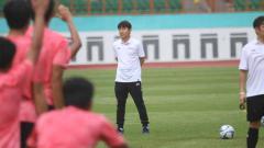 Indosport - Pelatih baru Timnas Indonesia, Shin Tae-yong, baru saja menjalani debut pahitnya karena kalah dalam laga uji coba di Thailand.
