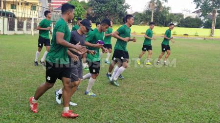 Skuat PSMS Medan menjalani latihan di Stadion Kebun Bunga, Medan, Senin (13/1/2020) sore. - INDOSPORT