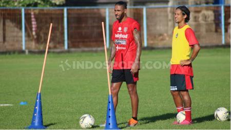 Bek asal Brasil, Demerson Bruno Costa, ikut latihan Bali United di Lapangan Samudra, Legian, Badung, Senin (13/1/20). Foto: Nofik Lukman Hakim - INDOSPORT