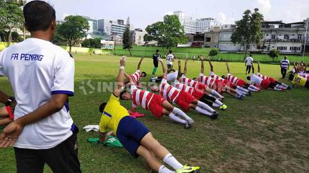 Tim Penang FA menggelar latihan di Stadion Kebun Bunga, Medan, Selasa (14/01/20) sore, jelang gelaran Edy Rahmayadi Cup. - INDOSPORT