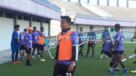 Pesepakbola nasional yang juga menjabat sebagai kapten tim Persita Tangerang, Hamka Hamzah rupanya memilih untuk menjajal game eSports. - INDOSPORT