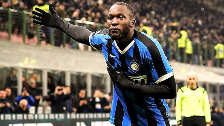 Romelu Lukaku melakukan selebrasi usai mencetak gol untuk Inter Milan di Serie A Italia. Copyright: Getty Images