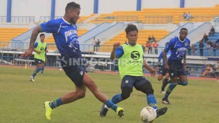 Klub Liga 1 Persib Bandung sudah bertolak ke Malaysia, Kamis (16/01/2020) siang dengan membawa sebanyak 18 pemain untuk mengikuti Asia Challenge 2020. - INDOSPORT