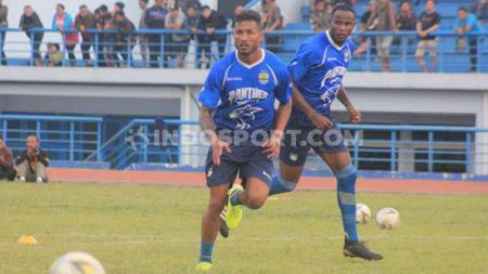 Pelatih Persib Bandung, Robert Rene Alberts, mengapresiasi penampilan anak asuhnya pada Turnamen Asia Challenge 2020 di Stadion Shah Alam, Kuala Lumpur, Malaysia, Sabtu (18/01/20) dan Minggu (19/01/20). - INDOSPORT