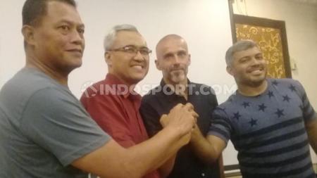 Eduardo Perez saat diperkenalkan sebagai pelatih baru PSS Sleman. - INDOSPORT