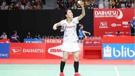 Pebulutangkis cantik, Nitchaon Jindapol harus terhenti langkahnya usai takluk dari Carolina Marin di babak pertama Indonesia Masters 2020 - INDOSPORT