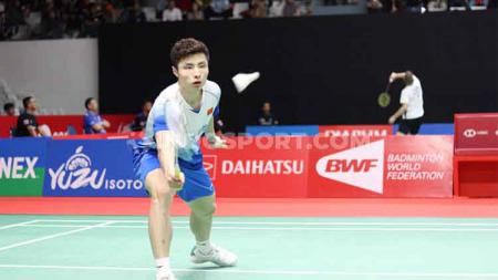 Media China kembali hanya menyebut kalau wakilnya, yakni Shi Yuqi yang bisa hentikan keperkasaan dari tunggal putra peringkat 1 dunia, Kento Momota. - INDOSPORT