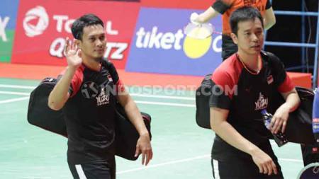 Pasangan Hendra Setiawan, Mohamad Ahsan sempat nyaris mengalami cedera saat melakoni babak pertama Indonesia Masters 2020. - INDOSPORT