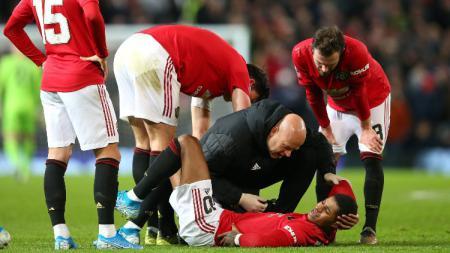 Striker Manchester United, Marcus Rashford mengalami masalah pada punggungnya saat menghadapi Wolves di Piala FA. - INDOSPORT