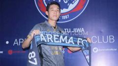 Indosport - Playmaker Korea Selatan, Oh In-kyun, mengakui bahwa alasannya hijrah ke Arema FC adalah untuk bereuni dengan Mario Gomez.