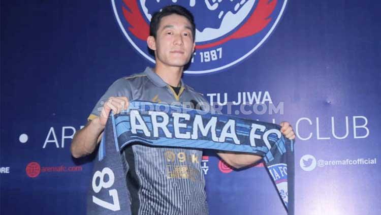 Arema FC memperkenalkan playmaker Korea Selatan, Oh-Inkyun sebagai pemain asing pertama jelang Liga 1 musim 2020. Copyright: Ian Setiawan/INDOSPORT