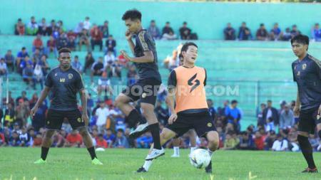 Latihan perdana Arema FC dipimpin Mario Gomez di Stadion Gajayana. - INDOSPORT