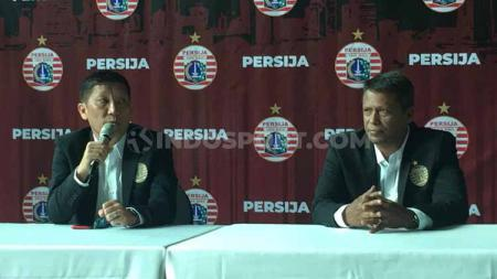 CEO Persija Jakarta, Ferry Paulus, memberikan keterangan pers soal perkenalan pelatih baru Sergio Farias menjelang Liga 1 2020. - INDOSPORT