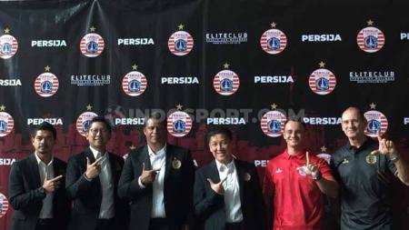 Persija Jakarta menambah satu tenaga baru di sektor asisten pelatih untuk membantu kerja Sergio Farias, yaitu Oswaldo Lessa dari Persipura jelang Liga 1 2020. - INDOSPORT