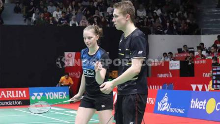 Ganda campuran Prancis, Thom Gicquel/Delphine Delrue, kalahkan Praveen Jordan/Melati Daeva Oktavianti di perempatfinal Indonesia Masters 2020, Jumat (17/01/20).