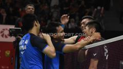 Indosport - Mohammad Ahsan/Hendra Setiawan sukses melaju ke babak semifinal Indonesia Masters 2020 usai menumbangkan wakil Chinese Taipei, Lee Yang/Wang Chi-Lin, Jakarta, (17/01/20).