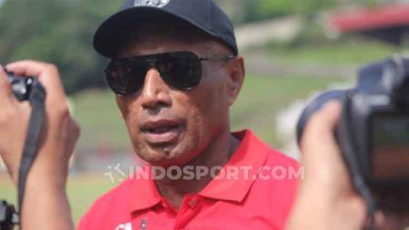 Ketua Umum Persipura Jayapura, Benhur Tomi Mano, berharap penampilan empat pemain asing yang tergabung dalam skuat bisa lebih solid lagi. - INDOSPORT