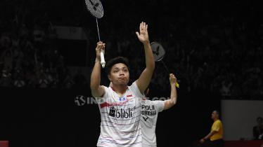 Detik-detik Greysia Polii/Apriyani Rahayu 'kerasukan' defense pasangan ganda putra Jepang, Hiroyuki Endo/Yuta Watanabe di final Indonesia Masters 2020. - INDOSPORT