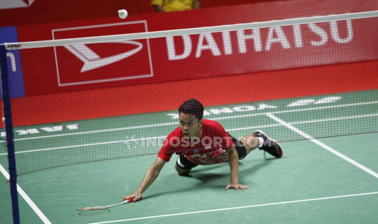 Tunggal putra Indonesia, Anthony Sinisuka Ginting lolos ke final Indonesia Masters 2020 usai menekuk Viktor Axelsen dengan skor 22-20 dan 21-11. Copyright: Herry Ibrahim/INDOSPORT