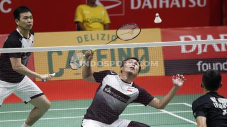 Momen ketika pasangan China, Li Junhui/Liu Yuchen mau 'mencurangi' pasangan ganda putra peringkat 2 dunia asal Indonesia, Mohammad Ahsan/Hendra Setiawan. - INDOSPORT