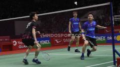 Indosport - Komentator asing sebut permainan pasangan Kevin Sanjaya/Marcus Gideon terlalu cepat untuk diladeni pasangan Malaysia, Aaron Chia/Soh Wooi Yik.