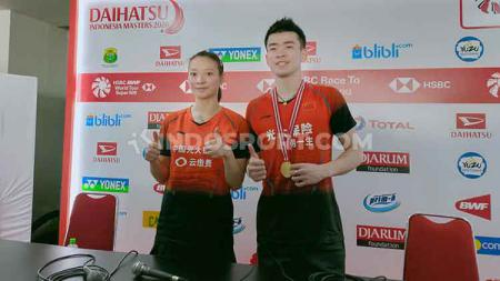 Kampiun Indonesia Masters 2020 nomor ganda campuran, Zheng Siwei/Huang Yaqiong, mengatakan ingin ke Bali dan menikmati nasi goreng. - INDOSPORT