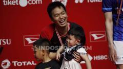 Indosport - Hendra Setiawan berfoto bareng sang anak, Russel