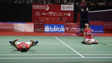 Greysia Polii/Apriyani Rahayu melakukan selebrasi emosional usai memastikan diri juara di Indonesia Masters 2020. - INDOSPORT