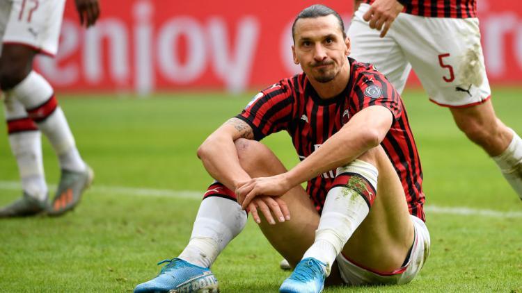 Zlatan Ibrahimovic tampak kecewa pasca peluangnya gagal menjadi gol Copyright: Mattia Ozbot/Soccrates/Getty Images